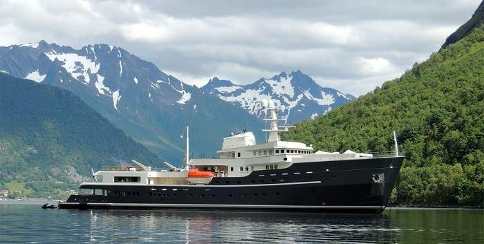 YACHT-SPA-Ihc-holland_yacht_for_charter_Legend